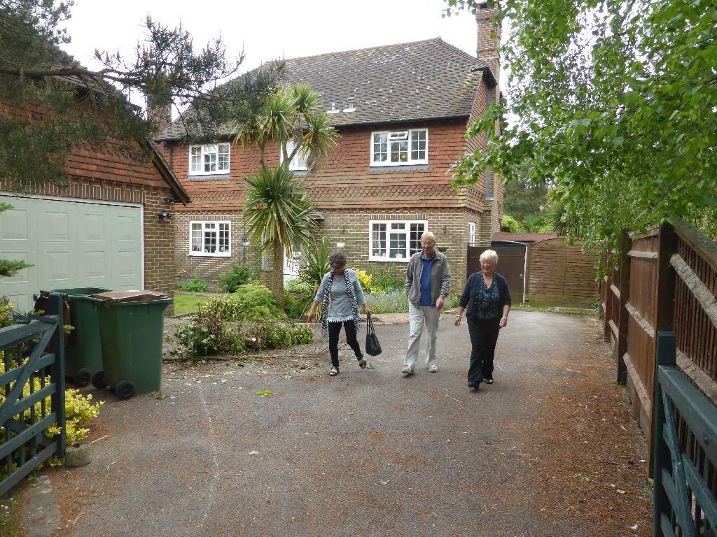 Bracken close volunteers visit (5)